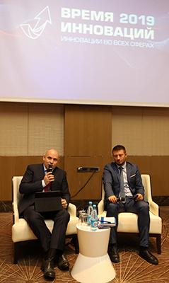 Генеральный директор компании Владимир Черников (на фото слева)