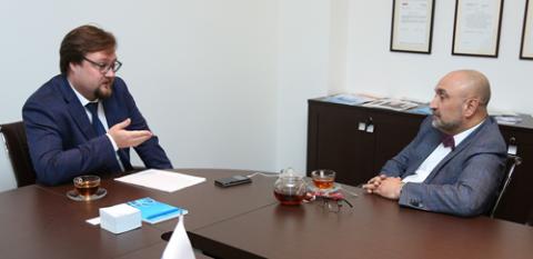 Артем Бабинков, «ВТБ Регистратор» и Эльман Мехтиев, АРБ. Фото: Михаил Бибичков / «Б.О»