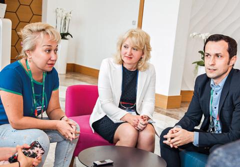 Оксана Погодина (Энерготрансбанк), Тамара Богданова (Энерготрансбанк) и Дмитрий Олейник (Энерготрансбанк)