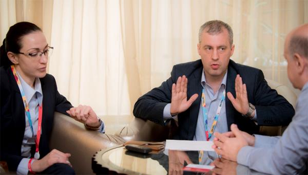 Елена Ходюня (ГК ЦФТ), Андрей Суздалев (ТКБ) и Вадим Ференец («Б.О»). Фото: ЦФТ