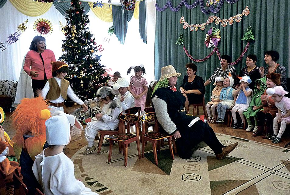 1a01d1438daaf Ежегодно Транскапиталбанк проводит традиционную новогоднюю акцию «Подари  тепло детям». В 2014 году в рамках акции банк приобрел подарки для  воспитанников ...
